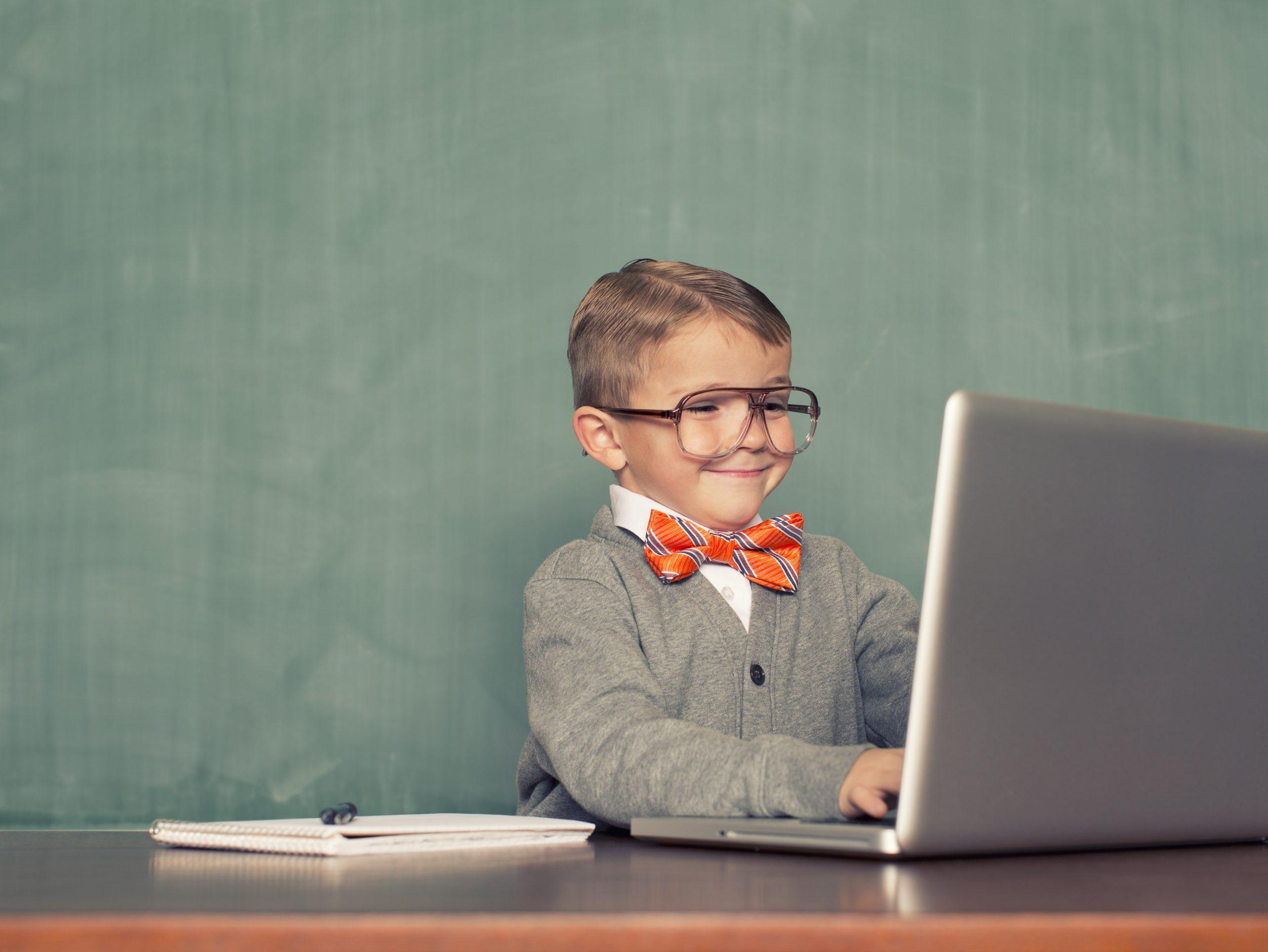 leerling leert programmeren met RoboSchool